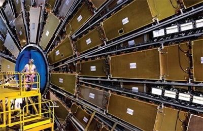 Большой адронный коллайдер - детектор поиска частиц