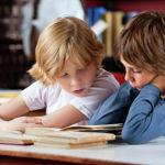 Картинки в книгах мешают детям учить слова