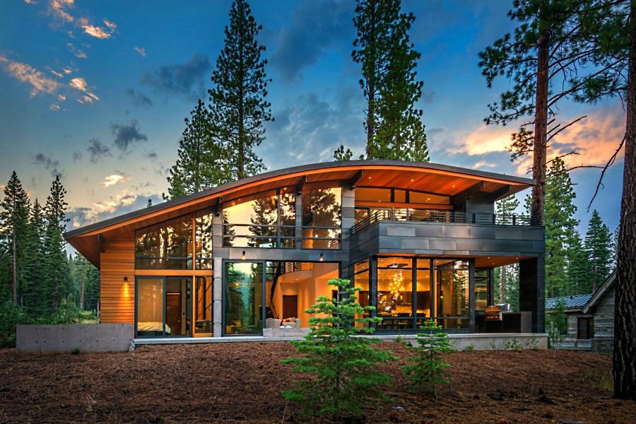 Почему выгодно покупать загородный дом через агентство?